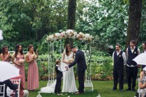 「ゲスト参加型の結婚式とは?」いま話題のオリジナルな人前式が知りたい!
