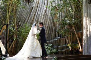 おふたりらしく、でも奇をてらわず、しかも印象に残る大人な結婚式を叶えてくれる、クラシカ表参道の音が美しく響くセレモニーホールをチェック