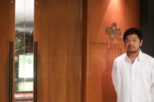 原宿の緑に包まれた隠れ家的なレストラン【keisuke matsushima】に、 おふたりの未来までサポートしてくれるウエディングメニューを提供する熱いシェフがいた!?