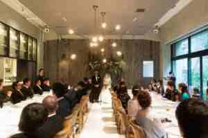 こんなやり方もあったのか!洗練された大人の結婚式、森のホワイトマリアージュ
