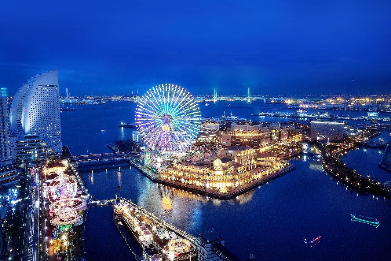 みなとみらいの街とアニヴェルセルみなとみらい横浜の夜景